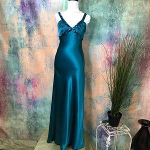 💚 Zum Zum by Niki Livas Stunning Formal Dress